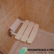 Sklopné sedátko ve sprše  (Pankrác, Přímětická ul.  byt 3+1)