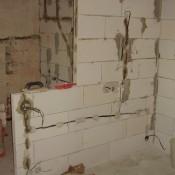 pohled na stěnu do kuchyně