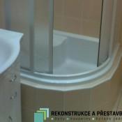 sedací sprchový kout