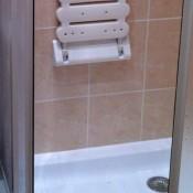 sklopné sedátko ve sprše
